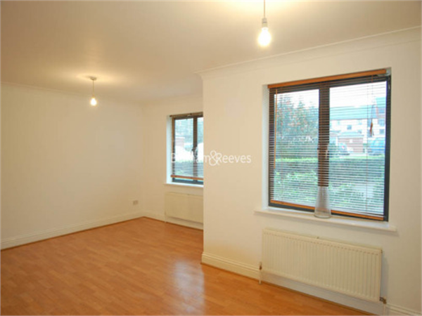 Property & Flats to rent with Benham and Reeves (Highgate) L2L403-332