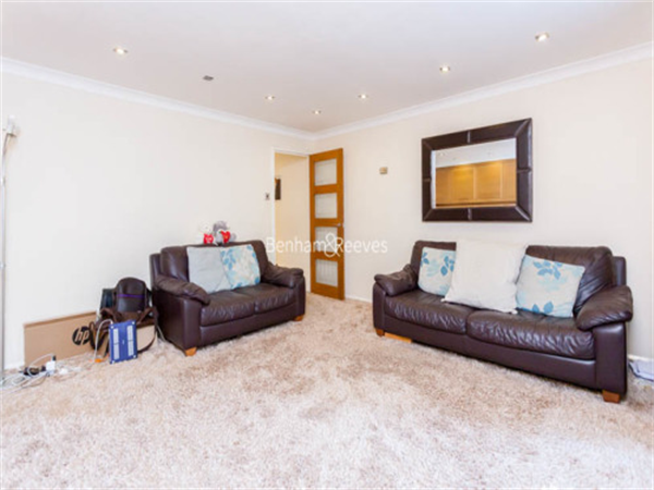 Property & Flats to rent with Benham and Reeves (Highgate) L2L403-336