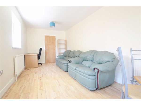 Property & Flats to rent with JT Clarke London (Queens Road) L2L4182-806