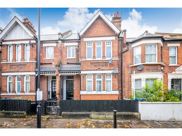 Property & Flats to rent with JT Clarke London (Queens Road) L2L4182-385