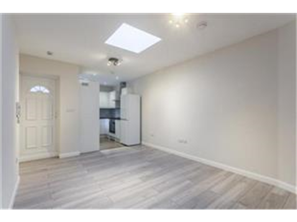 Property & Flats to rent with Barnard Marcus (West Kensington) L2L421-737