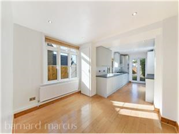 Property & Flats to rent with Barnard Marcus (North Finchley) L2L423-184