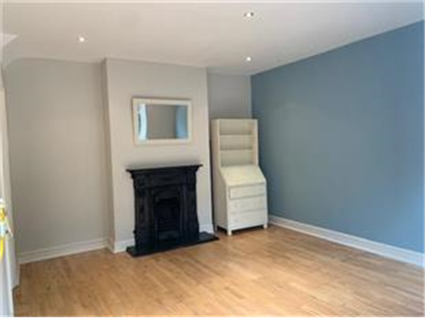 Property & Flats to rent with Barnard Marcus (Bedford Park) L2L425-620