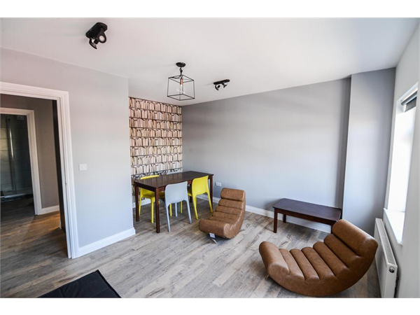 Property & Flats to rent with Hunters (Camberwell) L2L4393-881