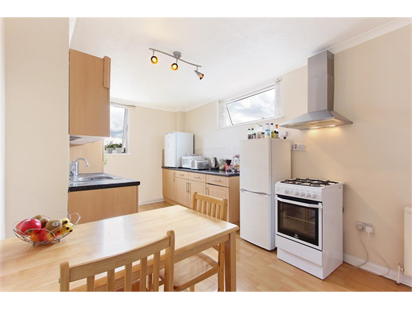 Property & Flats to rent with Hunters (Camberwell) L2L4393-333