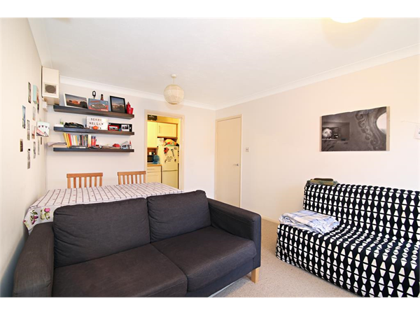 Property & Flats to rent with Hunters (Camberwell) L2L4393-1618