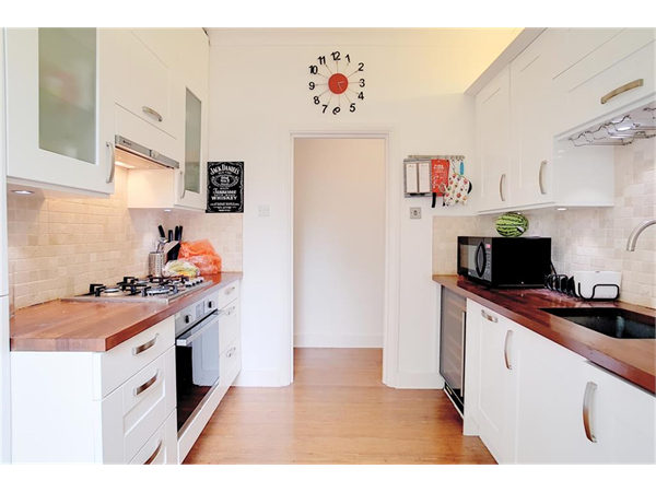 Property & Flats to rent with Hunters (Camberwell) L2L4393-1349