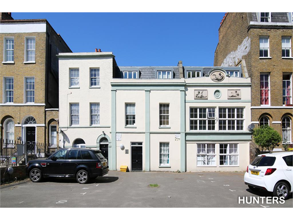Property & Flats to rent with Hunters (Camberwell) L2L4393-484