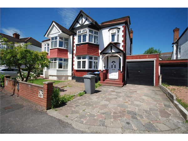 Property & Flats to rent with Right Home Estate Agents (Wembley) L2L4434-294