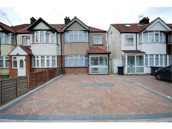 Property & Flats to rent with Right Home Estate Agents (Wembley) L2L4434-420