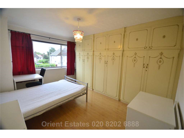 Property & Flats to rent with Orient Estates L2L4562-250