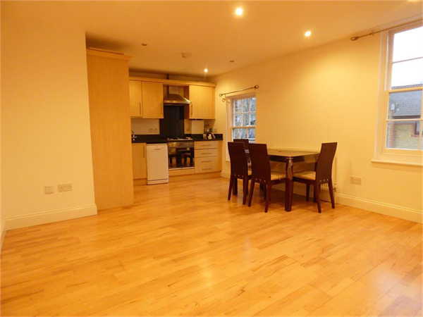 Property & Flats to rent with Huters (Brentford) L2L4576-156