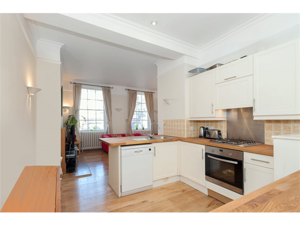 Property & Flats to rent with Lauristons Ltd (Battersea) L2L4835-1223