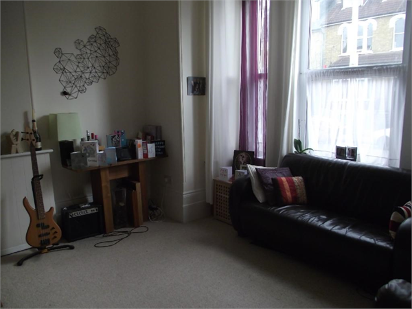 Property & Flats to rent with Hetheringtons (Lettings) (South Woodford) L2L4886-627
