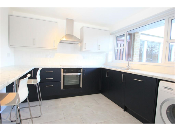 Property & Flats to rent with Greenfield Estate Agents (Surbiton) L2L5045-2791