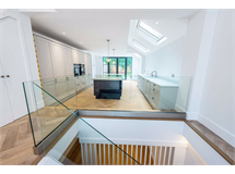 5 Bed House in Barons Court property L2L5693-975
