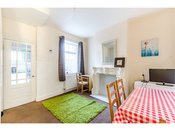 Property & Flats to rent with Foxtons Crystal Palace L2L5739-1294