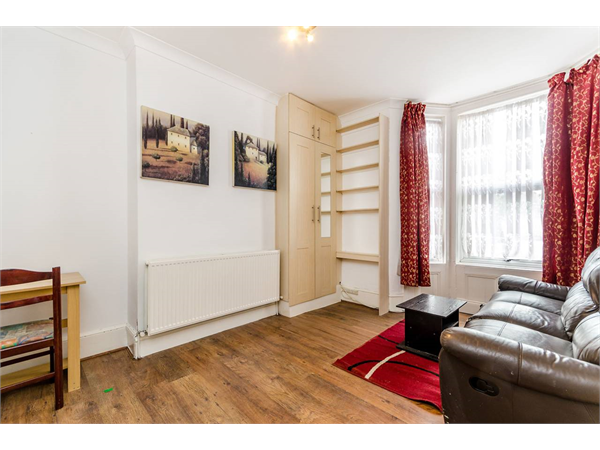 Property & Flats to rent with Foxtons Crystal Palace L2L5739-1361