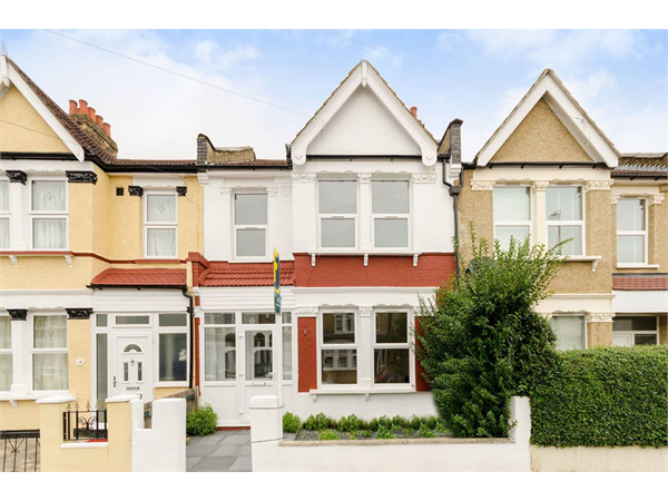 Property & Flats to rent with Foxtons Crystal Palace L2L5739-1460