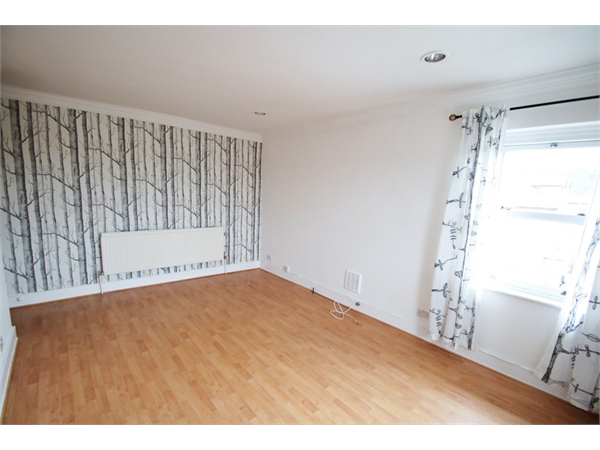 Property & Flats to rent with Martin & Co : Croydon L2L5947-2654