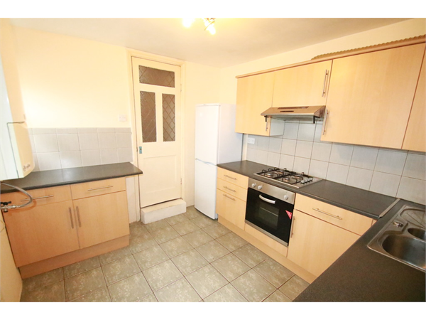 Property & Flats to rent with Martin & Co : Croydon L2L5947-1698