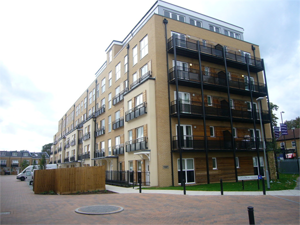 Property & Flats to rent with Martin & Co : Twickenham L2L5973-330