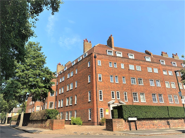 Property & Flats to rent with Martin & Co : Twickenham L2L5973-578