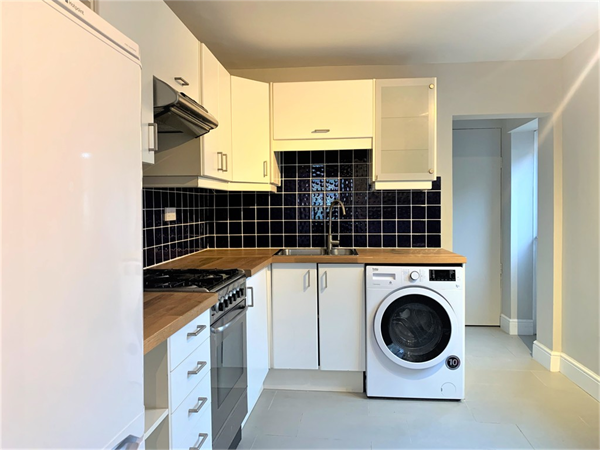 Property & Flats to rent with Martin & Co : Twickenham L2L5973-563
