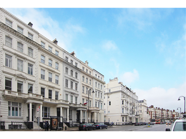 Property & Flats to rent with Martin & Co : Chelsea L2L5992-1122