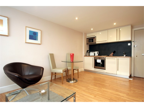 Property & Flats to rent with Martin & Co : Chelsea L2L5992-829