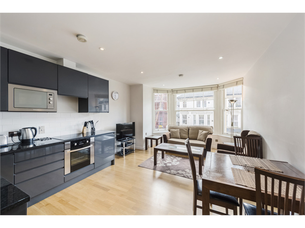 Property & Flats to rent with Martin & Co : Chelsea L2L5992-1116