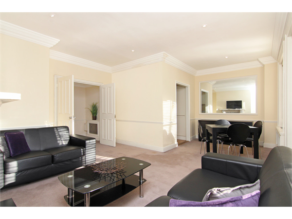 Property & Flats to rent with Martin & Co : Chelsea L2L5992-1117