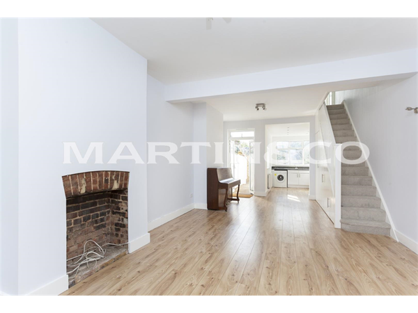 Property & Flats to rent with Martin & Co : Brentford L2L6022-603