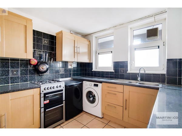 Property & Flats to rent with Martin & Co : London Bridge L2L6052-100