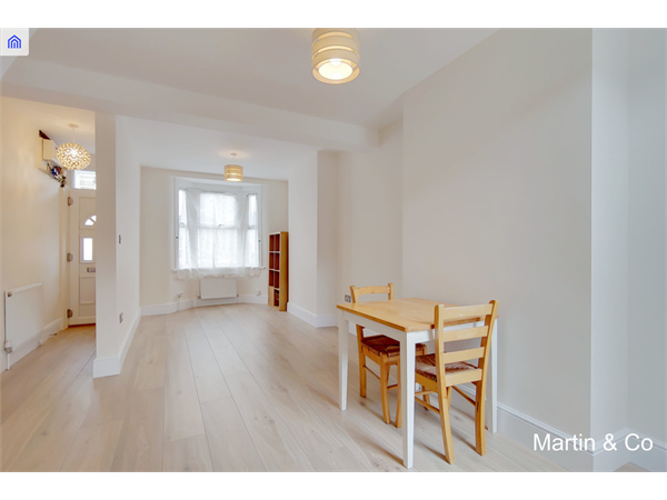 Property & Flats to rent with Martin & Co : Stratford L2L6056-510