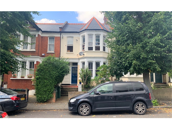 Property & Flats to rent with Martin & Co : Balham L2L6074-583