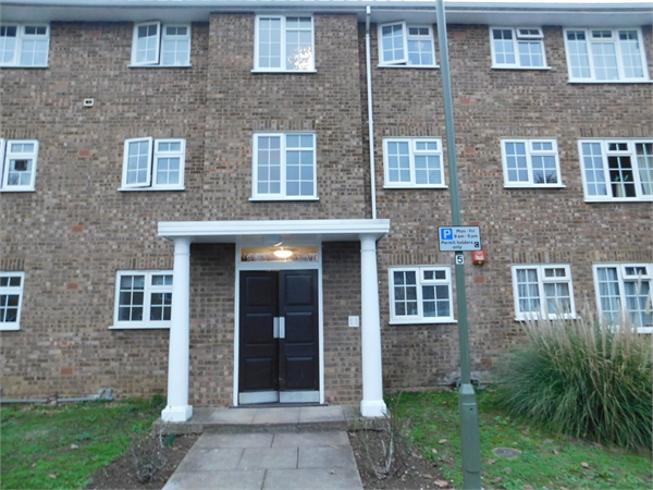 Property & Flats to rent with Martin & Co : Staines L2L6075-490
