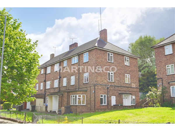 Property & Flats to rent with Martin & Co : Wanstead L2L6083-887
