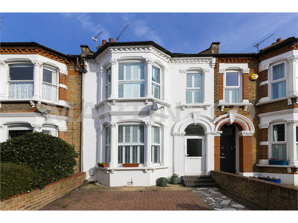 Property & Flats to rent with Martin & Co : Wanstead L2L6083-845