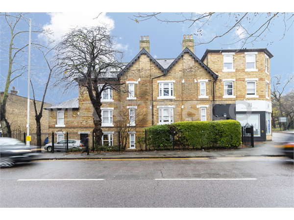 Property & Flats to rent with Martin & Co : Wanstead L2L6083-984