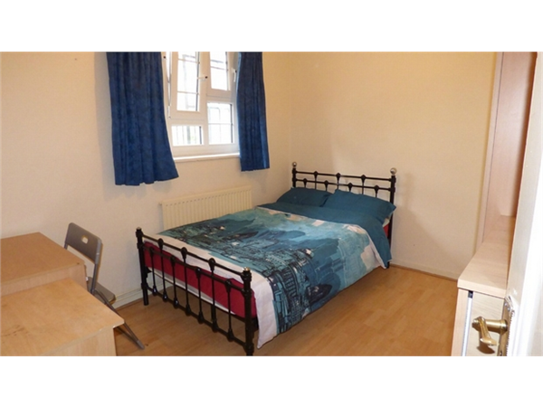 Property & Flats to rent with Hunter & Bloomfield L2L623-100