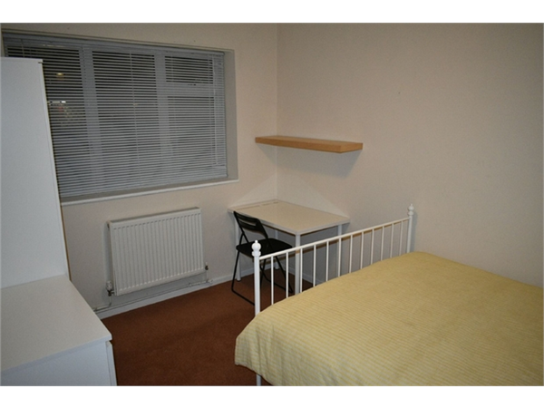 Property & Flats to rent with Hunter & Bloomfield L2L623-1527