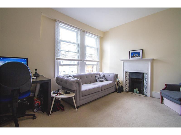 Property & Flats to rent with Berkeley Way  L2L678-100