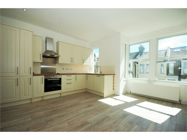 Property & Flats to rent with Daniels Estate Agents (Kensal Rise) L2L731-968
