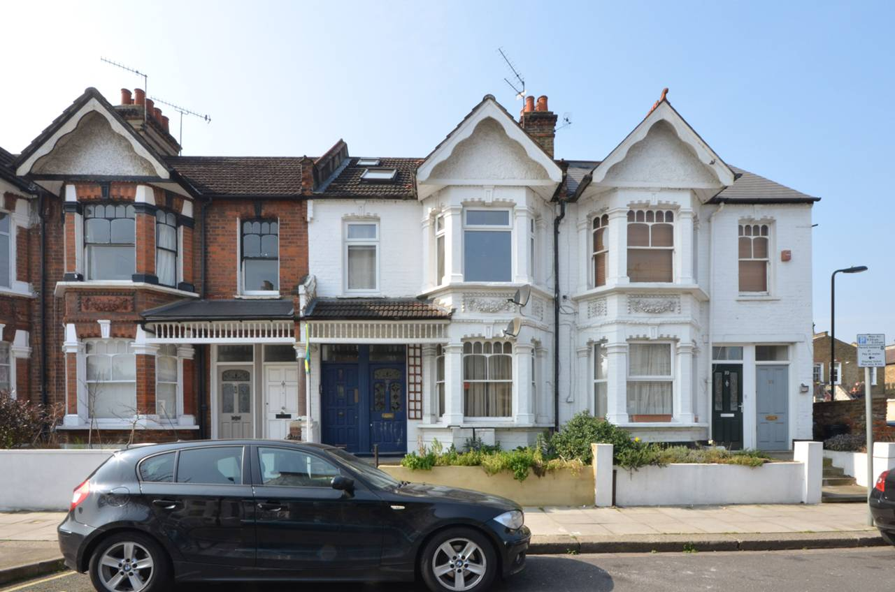 Property & Flats to rent with Foxtons (Shepherds Bush) L2L1088-1344