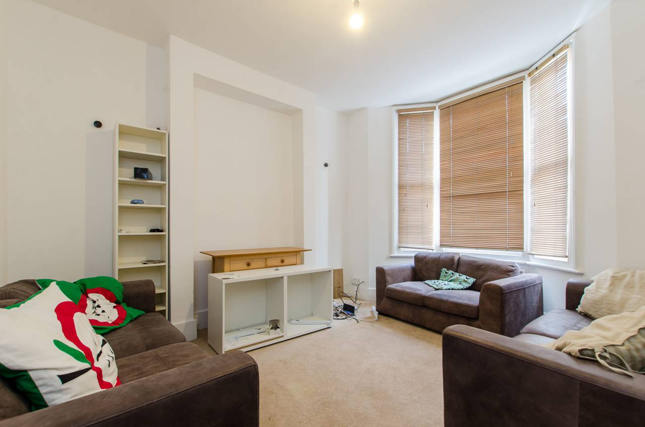 Property & Flats to rent with Foxtons (Brixton) L2L1200-950
