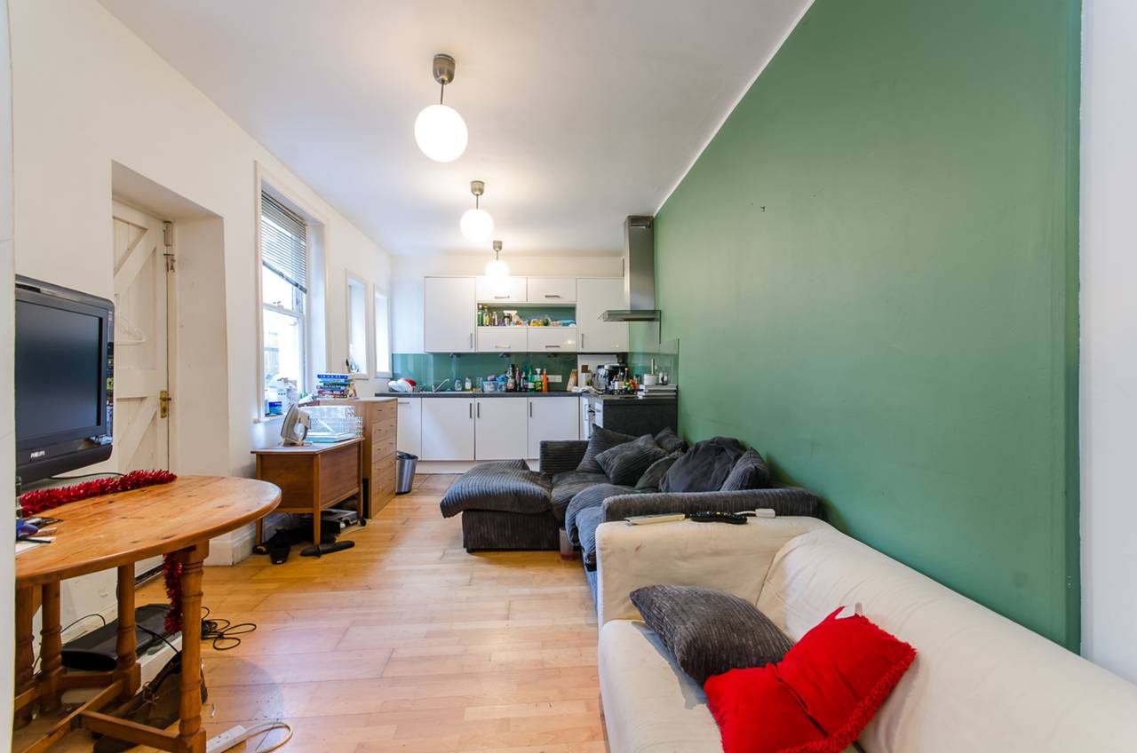 Property & Flats to rent with Foxtons (Brixton) L2L1200-1041