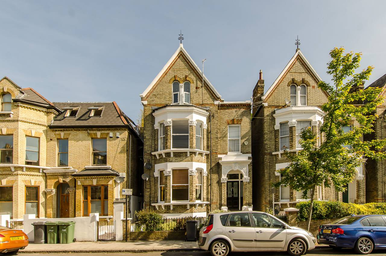 Property & Flats to rent with Foxtons (Brixton) L2L1200-1074