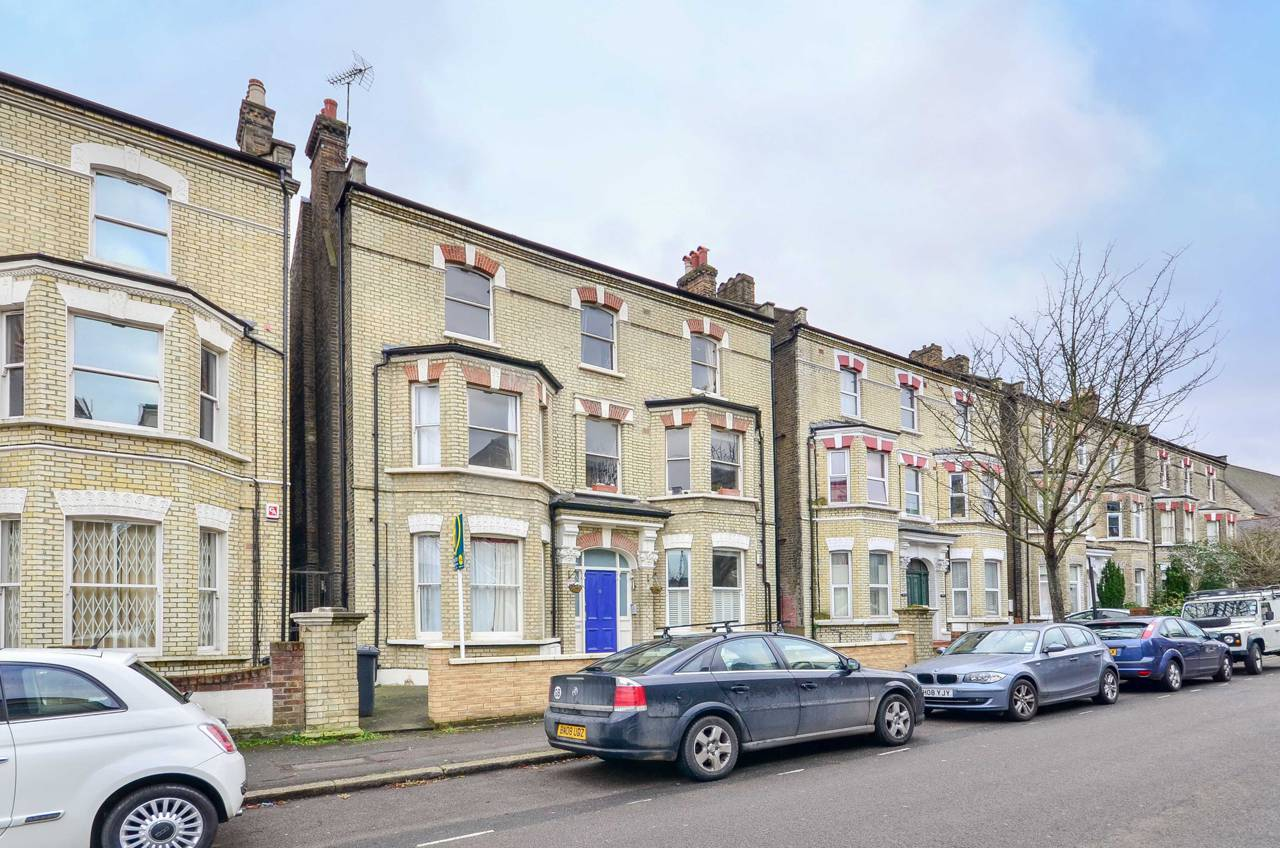 Property & Flats to rent with Foxtons (Brixton) L2L1200-1153