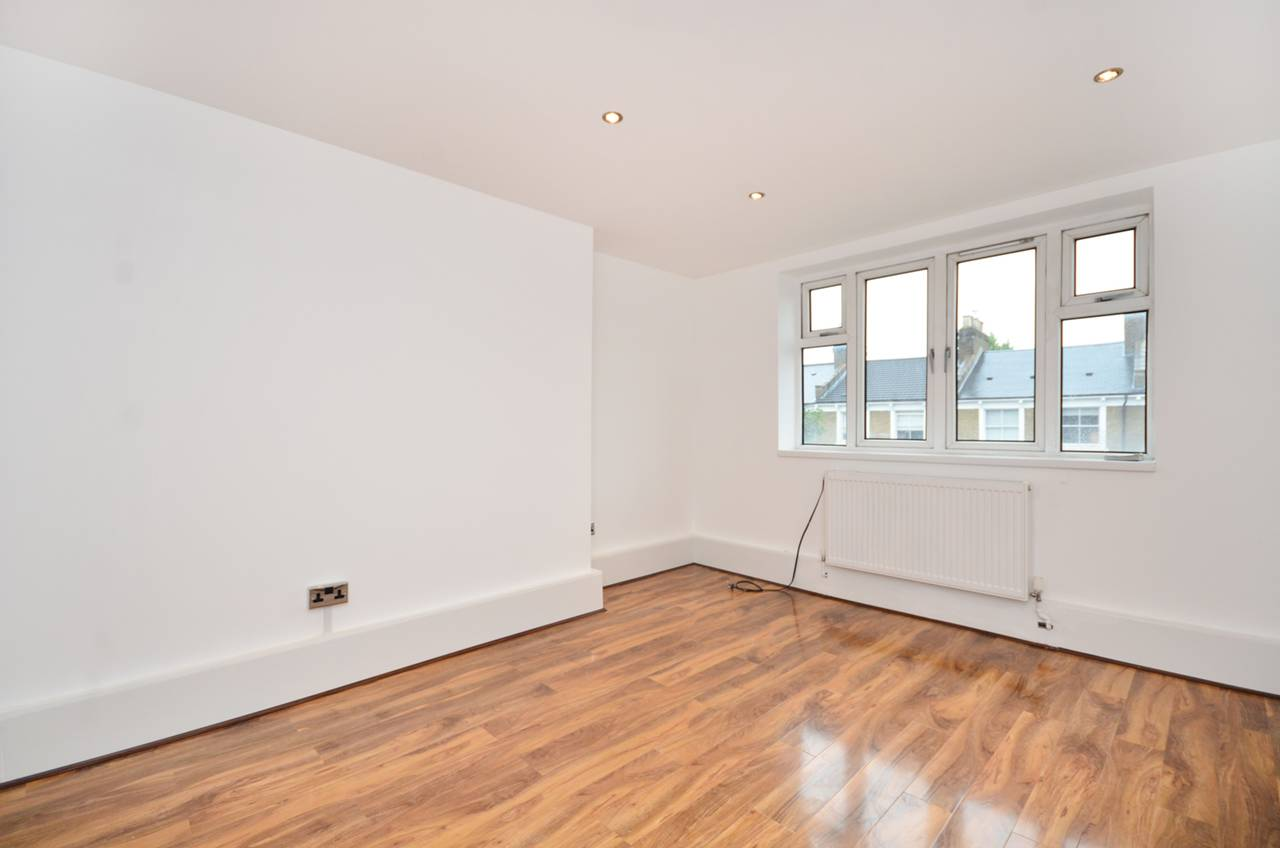 Property & Flats to rent with Foxtons (Brixton) L2L1200-1158